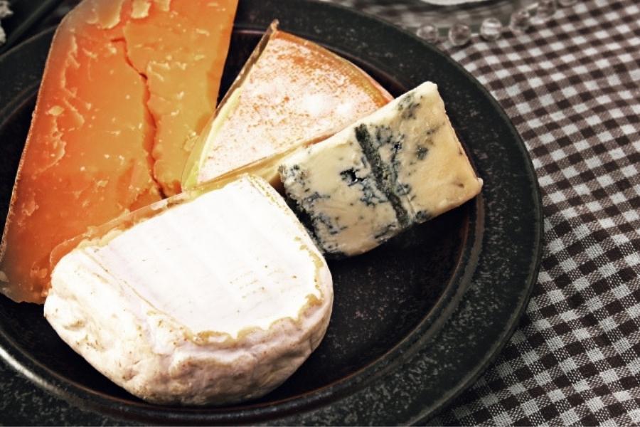 チーズを食べて太る場所は?夜食べると太らない理由!